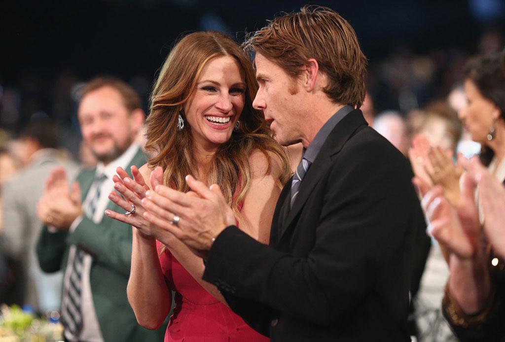 10 famosos que se casaron con personas fuera de la industria del entretenimiento - julia-roberts-1