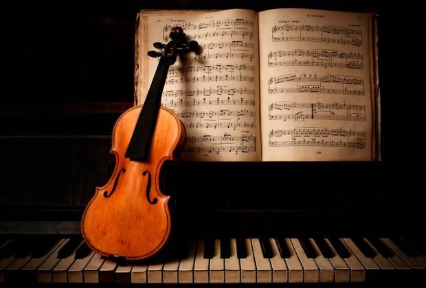 ¿No te concentras en el trabajo? Te decimos qué música escuchar para lograrlo - musica-clasica-1024x694