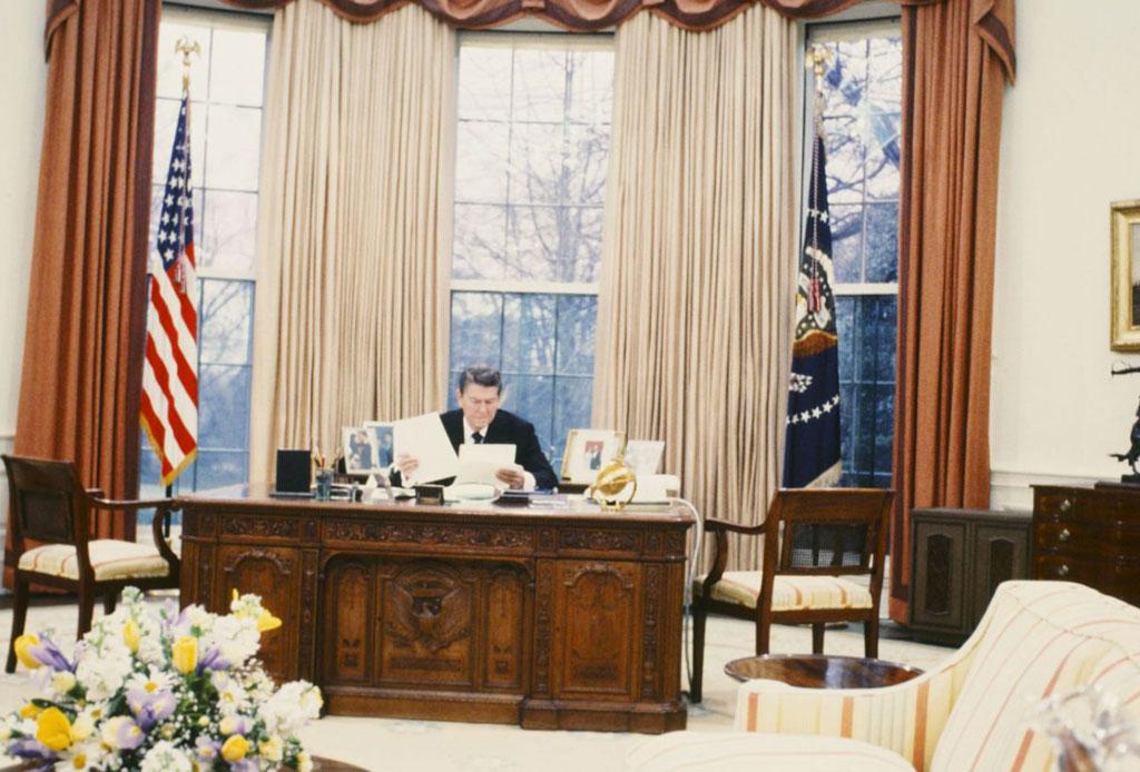 Conoce quién decoró la emblemática Casa Blanca - nancy-reagan-2