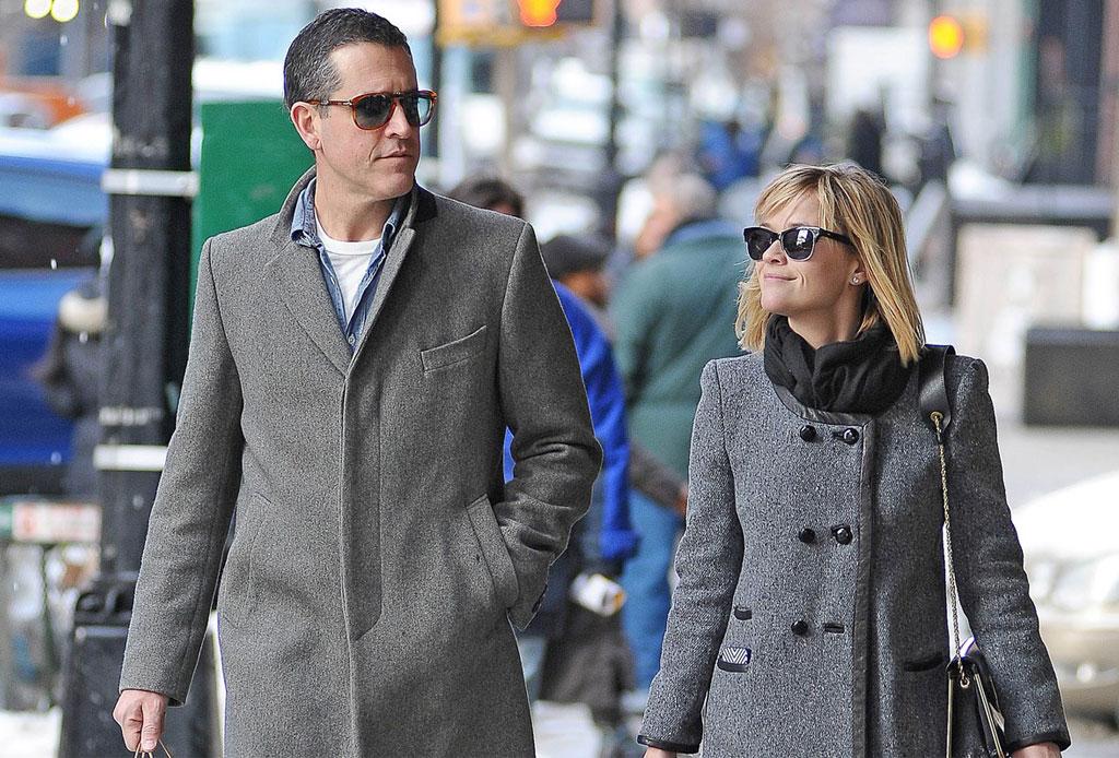 10 famosos que se casaron con personas fuera de la industria del entretenimiento - reese-witherspoon-1