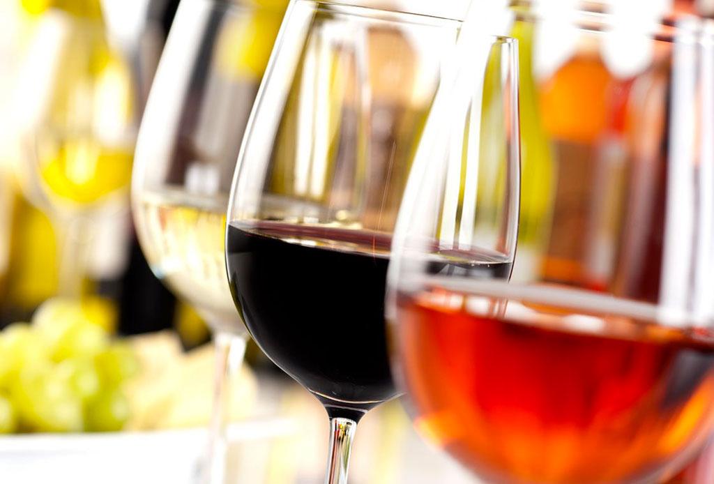 6 consejos para elegir un vino para regalar o llevar a una cena - como-elegir-una-botella-de-vino-6