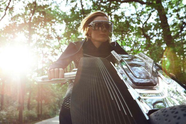 Conoce la nueva moto del futuro de BMW - gafas-1024x683