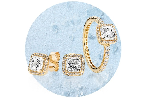5 piezas clásicas de joyería que toda mujer debería recibir - aretes-dorados-pandora-1024x694