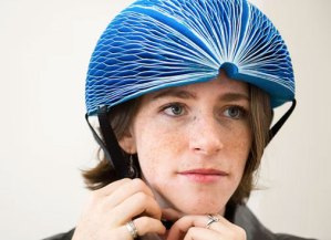 El casco plegable que todo ciclista urbano querrá