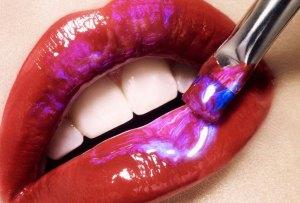 Holographic Lips: una tendencia que no debes dejar pasar
