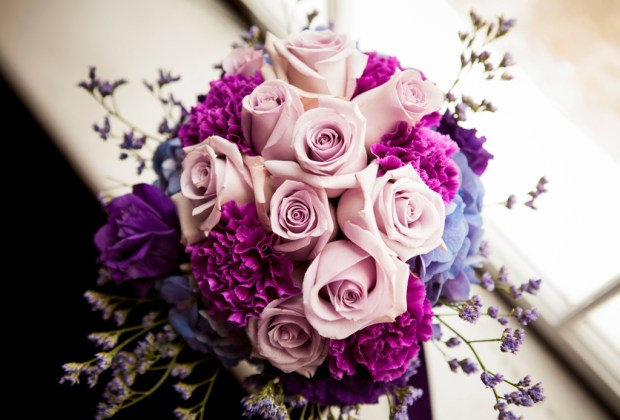 flores-moradas-ramo-boda