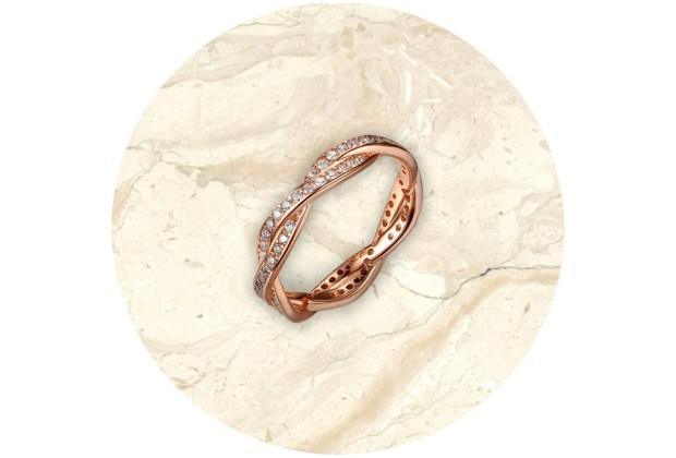 8 piezas de Pandora de elegancia atemporal - pandora-anillo-giro-del-destino-1024x694