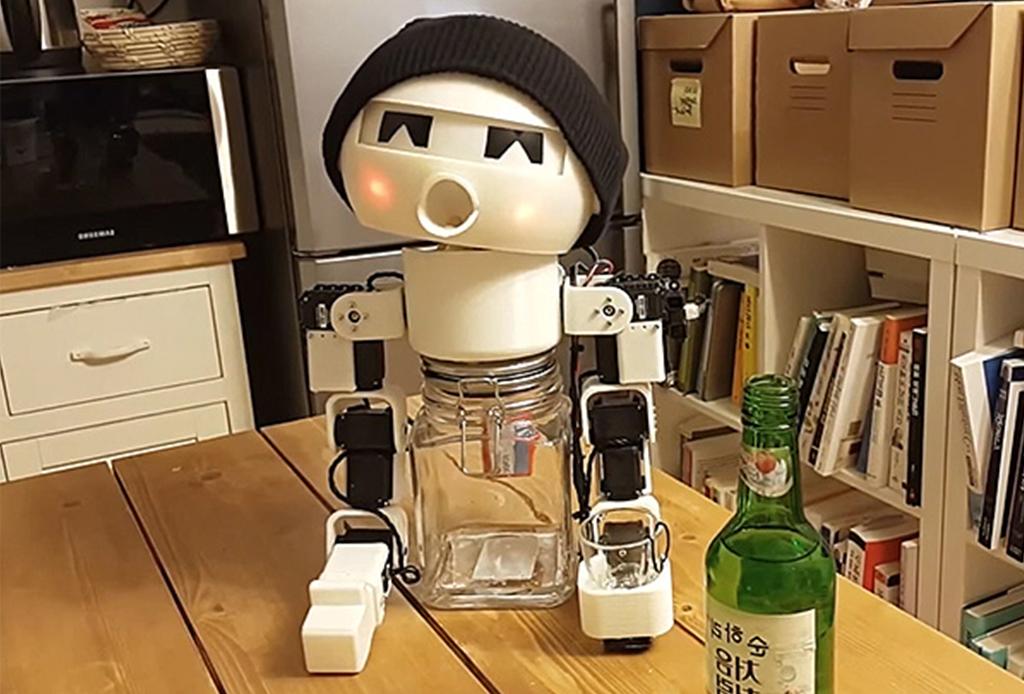 El robot diseñado para que nunca disfrutes un drink tu solo - drinky-2