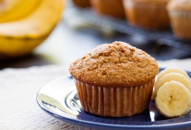 ¿Antojo de algo dulce? Prepara un muffin de banana con yogurt Chobani - muffins-1024x694