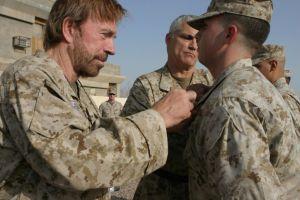 Celebridades que rindieron honor a su país al estar en el ejército