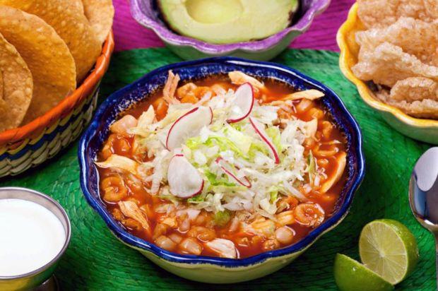 TURISTAS: 9 platillos básicos que reafirman tu visita México - pozole-1024x681