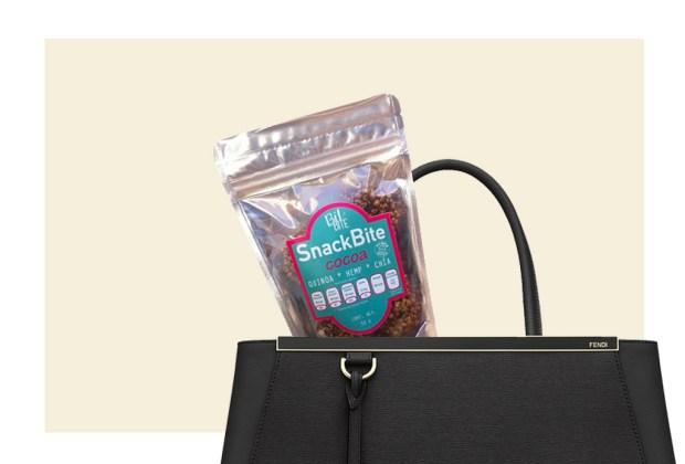 5 alimentos saludables para siempre llevar en tu bolsa - quijnoa-hemp-chia-1024x694