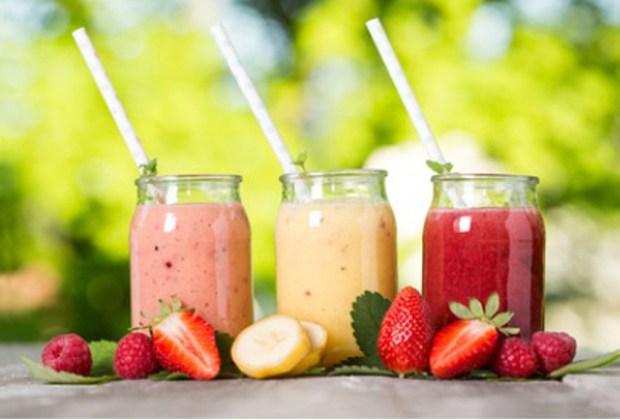 5 bebidas que parecen saludables pero NO lo son - smoothies-1024x694