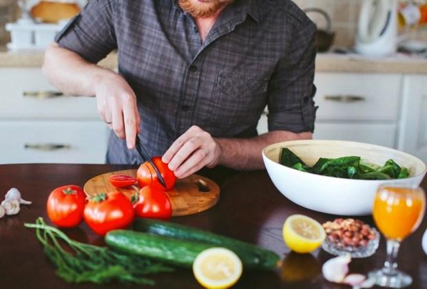 ¿Quieres empezar una vida saludable? Te recomendamos seguir estos tips - cocinar-1024x694