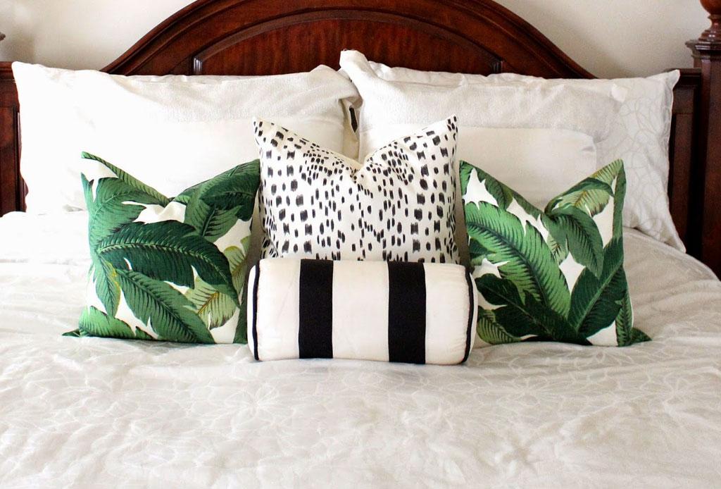 ¿Qué cambios hacer en la decoración de tu habitación cuando hace calor? - decoracion-almohadas