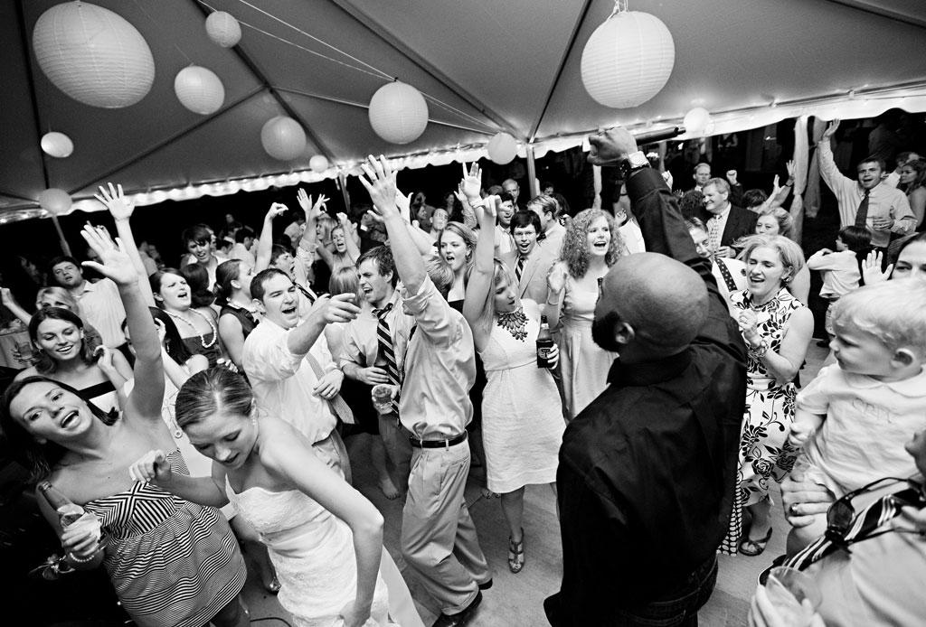 ¿Tu boda es en esta temporada? Estas son las canciones que deben sonar