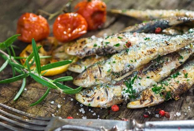 Alimentos que no se antojan pero son buenos para tu salud - sardinas-1024x694