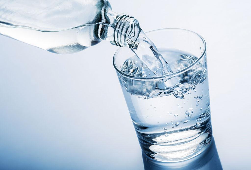 ¿Por qué deberías tomar dos vasos de agua al despertar? - agua-3
