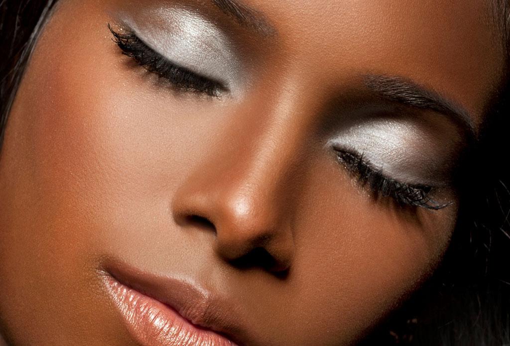 La tienda en línea con productos de belleza exclusivamente para mujeres de piel oscura - maquillaje