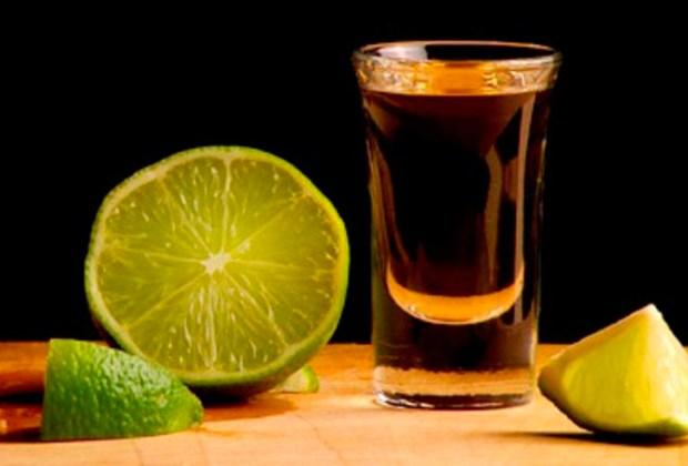 5 datos que probablemente no conocías del tequila - caballito-1024x694