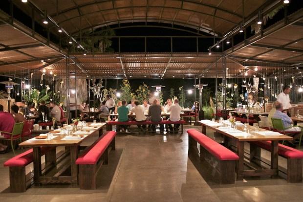 ¿De visita en Los Cabos? Estos con los hot spots foodies más cool - flora-1024x682
