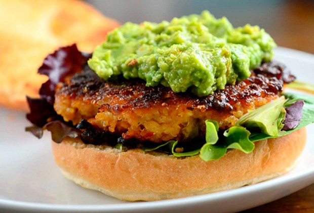 Diferentes formas de preparar la quinoa - hamburguesa-1024x694