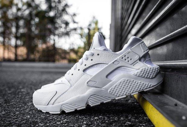 online store 5f8c4 cdb27 Nike Air Huarache o Adidas Hu