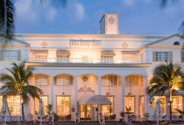 ¿Tienes un viaje planeado a Miami? Estos son los hoteles donde DEBES hospedarte - betsy-1024x694