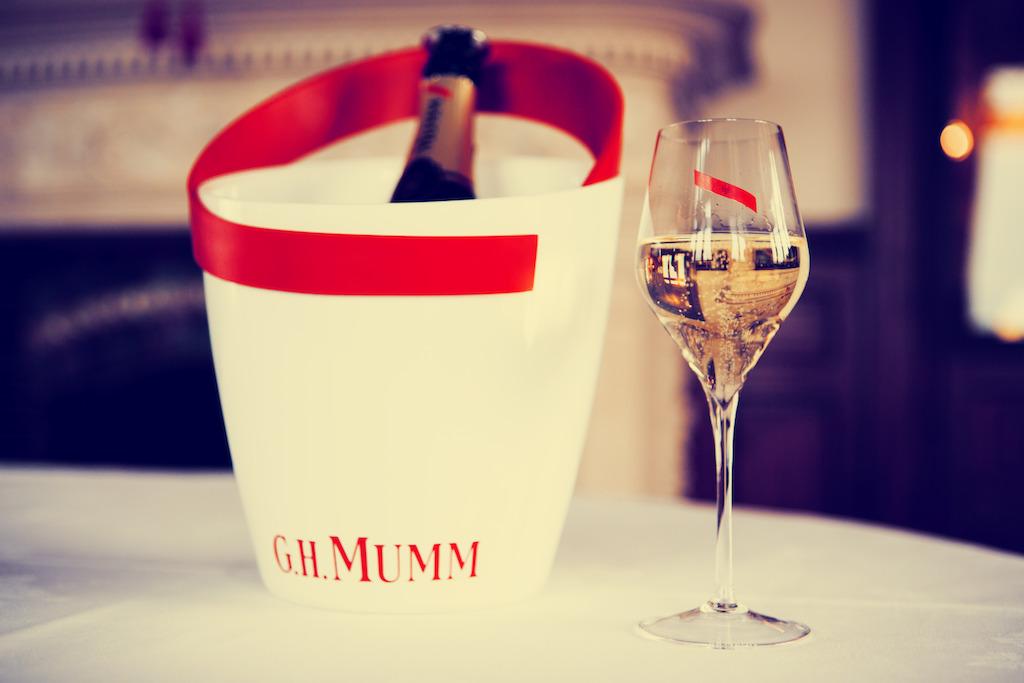 Prepara un rico coctel con champagne para el verano