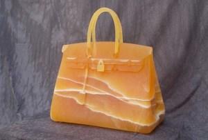 Bolsas que parecen de diseñador hechas de ¡piedra!