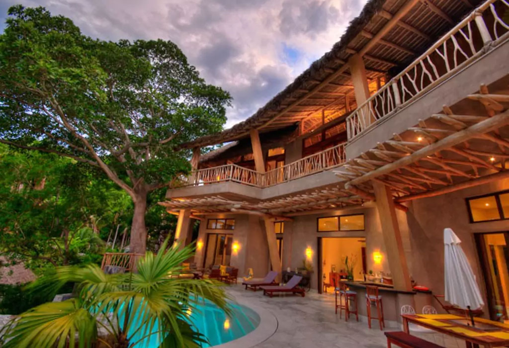 Los mejores Airbnbs en playas mexicanas para escaparte con tus amigos - casa-sayulita-1