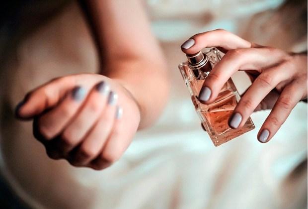 Nunca te imaginaste que cometías estos errores al ponerte perfume - muncc83eca-1024x694