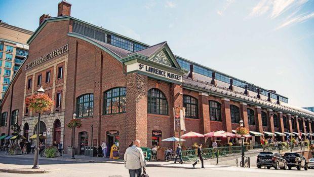 7 experiencias imperdibles que debes vivir al visitar Toronto - st-market-1024x576