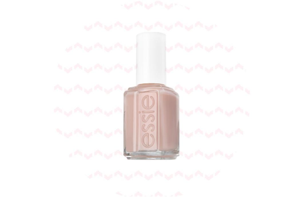 Este es el color de uñas que la reina Isabel II SIEMPRE usa - essie-ballet-silipper