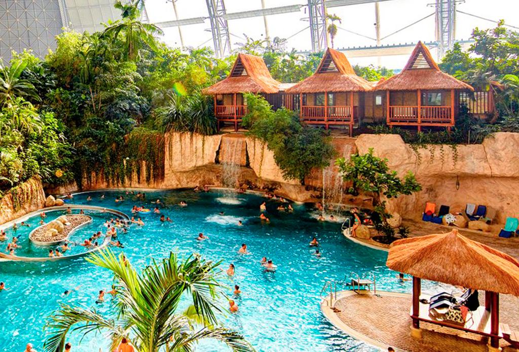 ¡El parque acuático más grande está dentro de un hangar de aviones!