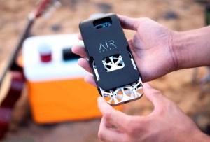 La funda de celular que también funciona como drone