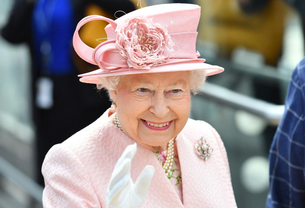 Este es el color de uñas que la reina Isabel II SIEMPRE usa