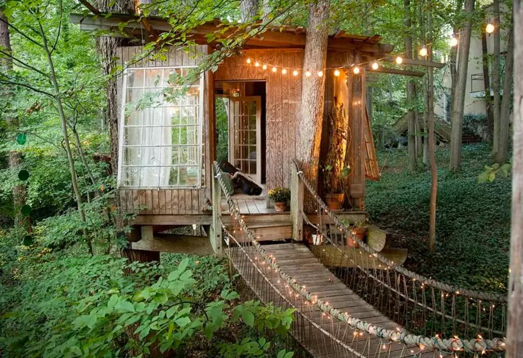 Las mejores casas de rbol alrededor del mundo que podr s for Hotel con casas colgadas de los arboles
