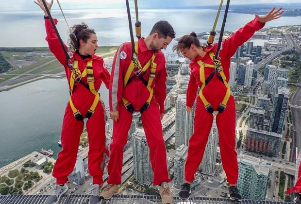 CN Tower Edgewalk: así fue como Luis Gerardo Méndez venció su miedo a las alturas - luis-gerardo-mendez-edgewalk-toronto-4-1024x694