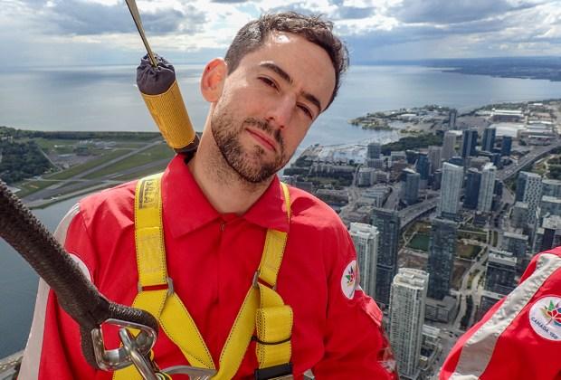 CN Tower Edgewalk: así fue como Luis Gerardo Méndez venció su miedo a las alturas - luis-gerardo-mendez-edgewalk-toronto-1024x694