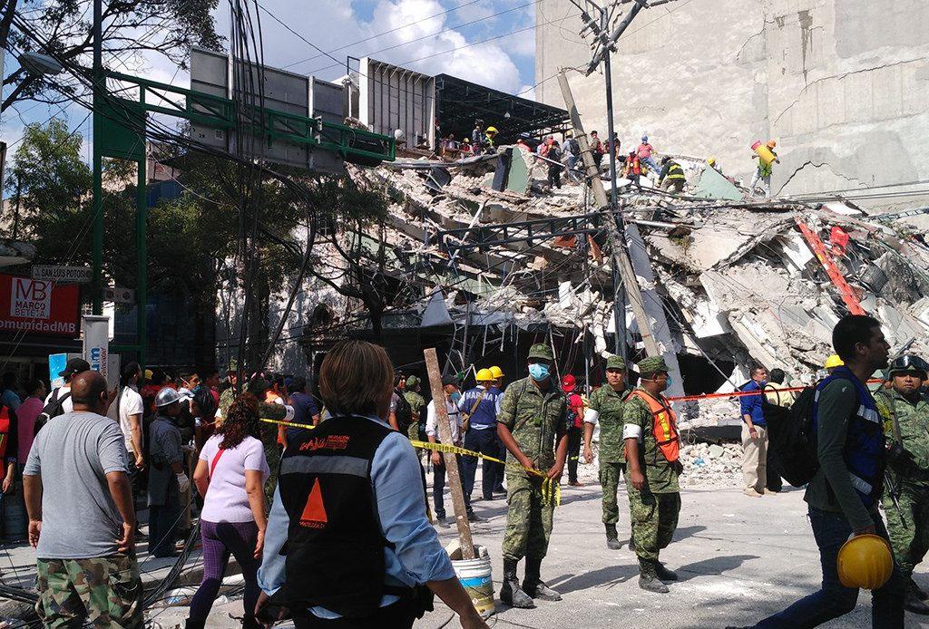 """""""Estamos de Pie"""", el libro-homenaje a los héroes civiles del 19S - sismo-cdmx-derrumbe"""