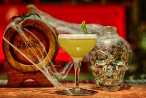 Hendrick's Gin creó una inusual guía de cócteles para Halloween