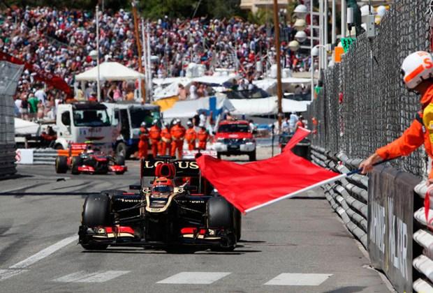 ¿Quieres ser un experto en la F1? Te decimos lo que significan las banderas que usan durante la carrera - roja-1024x694