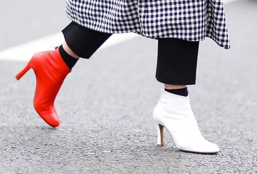 Usar zapatos de distintos colores ahora es una tendencia
