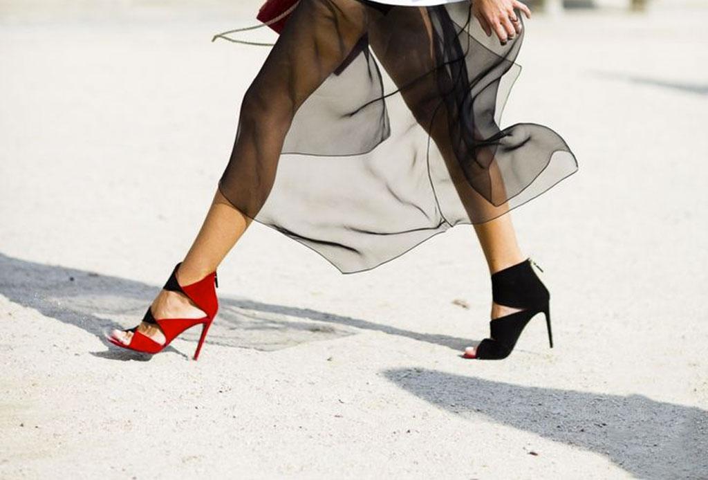 Usar zapatos de distintos colores ahora es una tendencia - zapatos-distinto-color-2