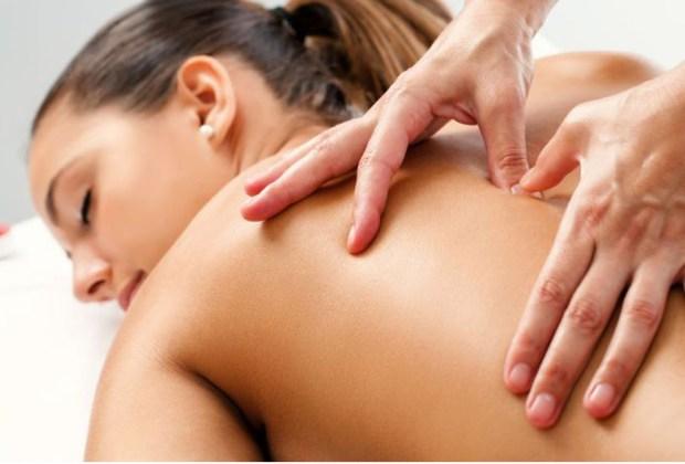 Estos son los beneficios de un masaje holístico - dolores-1024x694