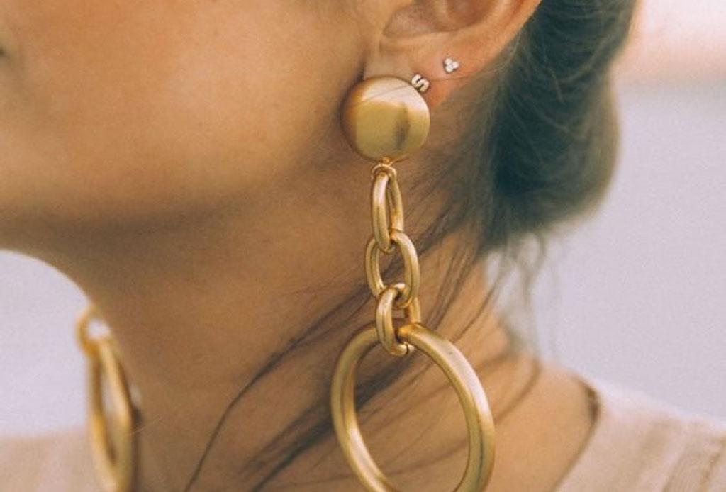 ¿Cómo combinar metales con tu tono de piel? - accesorio_dorado