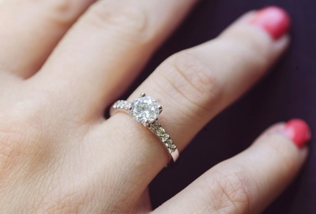 8e33b2d333ec Adiós a los diamantes! La piedra lunar llegó para reemplazarlos en ...