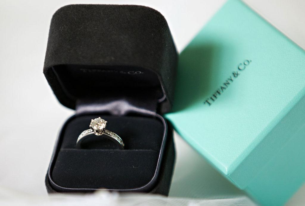 ¿Te comprometiste? Estos son los cuidados que debes darle a tu anillo - anillo-compromiso-cuidados