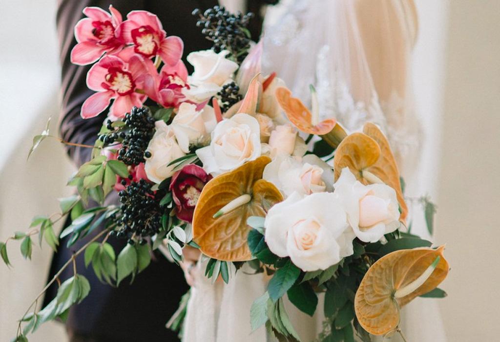 Trend alert: diferentes formas de usar detalles negros en la decoración de tu boda - ramo